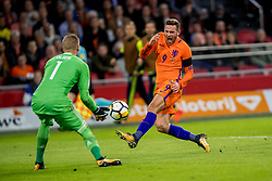 10-10-2017 NED: WK kwalificatie Nederland - Zweden, Amsterdam<br /> Oranje heeft Zweden met 2-0 verslagen. Het moest met zeven doelpunten verschil halen om nog kans te maken op plaatsing voor het WK. / Vincent Janssen #9 of Netherlands, Robin Olsen #1 of Sweden