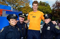 02-11-2013 ALGEMEEN: BVDGF NY MARATHON: NEW YORK <br /> We zijn er klaar voor. NY marathon 2013 in het Central Park. Police en Bas<br /> ©2013-WWW.FOTOHOOGENDOORN.NL
