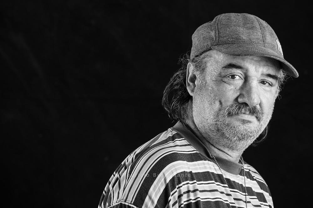 &bdquo;Das ist Leben,<br />was kann ich machen?&ldquo;<br />Ioan, 55, verkauft Hinz&amp;Kunzt vor Aldi in Barmbek. Wusste lange nicht wohin: Die letzten<br />Wochen waren für Ioan ein reiner<br />ALBTRAUM. In Altona hat er einen<br />neuen Schlafplatz gefunden.