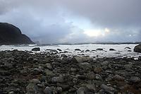 Bilder fra en stormfull dag på Alnes på Godøya i Giske kommune.<br /> <br /> Large waves is hitting the coastline next to Alnes lighthouse in Giske during a storm in january 2007.<br /> <br /> Foto: Svein Ove Ekornesvåg