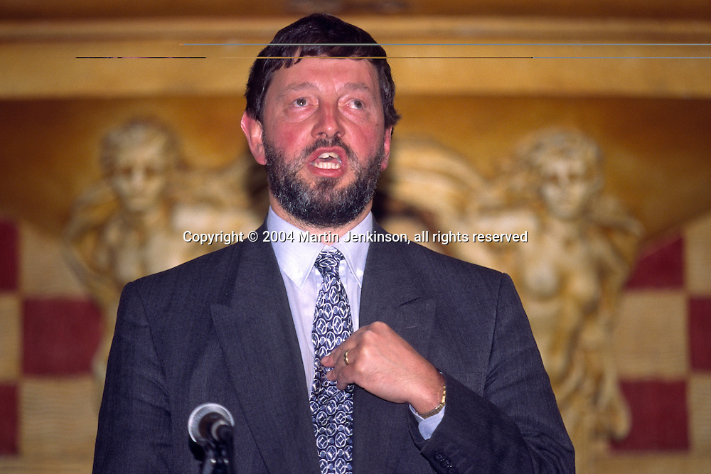 Rt Hon. David Blunkett MP, Labour Sheffield Brightside Home Secretary....© Martin Jenkinson tel 0114 258 6808  mobile 07831 189363 email martin@pressphotos.co.uk  NUJ recommended terms & conditions apply. Copyright Designs & Patents Act 1988. Moral rights asserted credit required. No part of this photo to be stored, reproduced, manipulated or transmitted by any means without prior written permission.