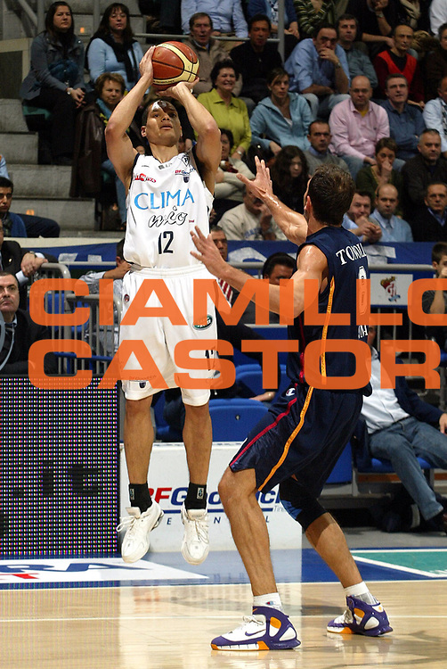 DESCRIZIONE : Bologna Lega A1 2005-06 Climamio Fortitudo Bologna  Lottomatica Virtus Roma<br />GIOCATORE : Green<br />SQUADRA : Climamio Fortitudo Bologna<br />EVENTO : Campionato Lega A1 2005-2006 <br />GARA :Climamio Fortitudo Bologna  Lottomatica Virtus Roma<br />DATA :26/03/2006 <br />CATEGORIA : Tiro <br />SPORT : Pallacanestro <br />AUTORE : Agenzia Ciamillo-Castoria/L.Villani <br />Galleria : Lega Basket A1 2005-2006 <br />Fotonotizia : Bologna Campionato Italiano Lega A1 2005-2006 Climamio Fortitudo Bologna  Lottomatica Virtus Roma<br />Predefinita :