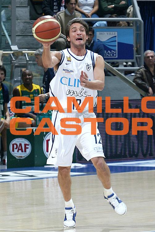 DESCRIZIONE FOTO : BOLOGNA CAMPIONATO ITALIANO LEGA A1 2004-2005<br /> GIOCATORE : POZZECCO<br /> SQUADRA : CLIMAMIO FORTITUDO BOLOGNA<br /> EVENTO : CAMPIONATO ITALIANO LEGA A1 2004-2005<br /> GARA: CLIMAMIO BOLOGNA-SICC JESI<br /> DATA : 24/10/2004<br /> CATEGORIA DELLA FOTO : PASSAGGIO<br /> CATEGORIA SPORT : Pallacanestro-Basketball<br /> AUTORE: Agenzia Ciamillo &amp; Castoria/L.Villani