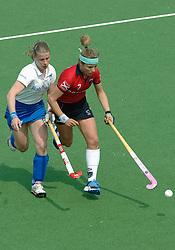 07-05-2006 HOCKEY: KAMPONG - LAREN: UTRECHT<br /> De vrouwen van hockeyvereniging Kampong hebben vanmiddag met 3 - 5 verloren van Laren / Belle van Meer en Wieke Dijkstra<br /> ©2006-WWW.FOTOHOOGENDOORN.NL