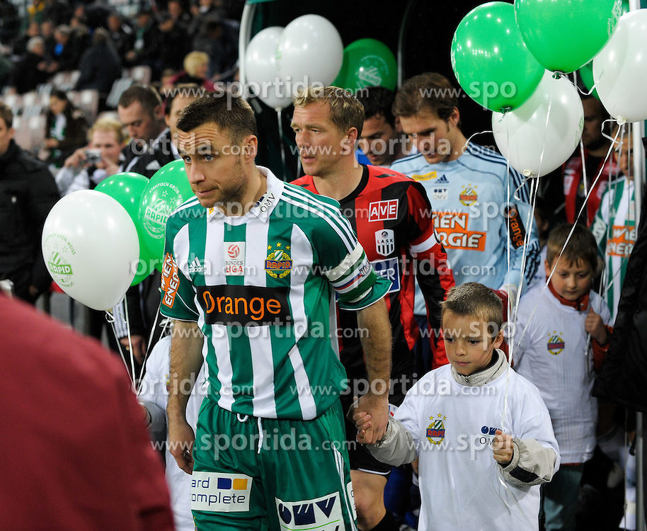 13.04.2010, Hanappi Stadion, AUT, 1. FBL, SK Rapid Wien vs Lask Linz, im Bild Steffen Hofmann, Kapitän, SK Rapid Wien beim Einzug ins Stadion, EXPA Pictures © 2010, PhotoCredit: EXPA / G. Holoubek / SPORTIDA PHOTO AGENCY