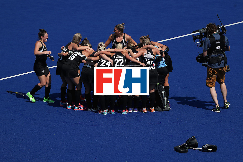 RIO DE JANEIRO, BRAZIL - AUGUST 15:  New Zealand celebrates after defeating Australia 4-2 in the quarter final hockey game on Day 10 of the Rio 2016 Olympic Games at the Olympic Hockey Centre on August 15, 2016 in Rio de Janeiro, Brazil.  (Photo by Christian Petersen/Getty Images)