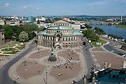 Blick vom Schloss auf auf Theaterplatz, Semperoper und Elbe, Dresden, Sachsen, Deutschland. .Dresden, Germany,  view on theatre square, Semper Opera and River Elbe