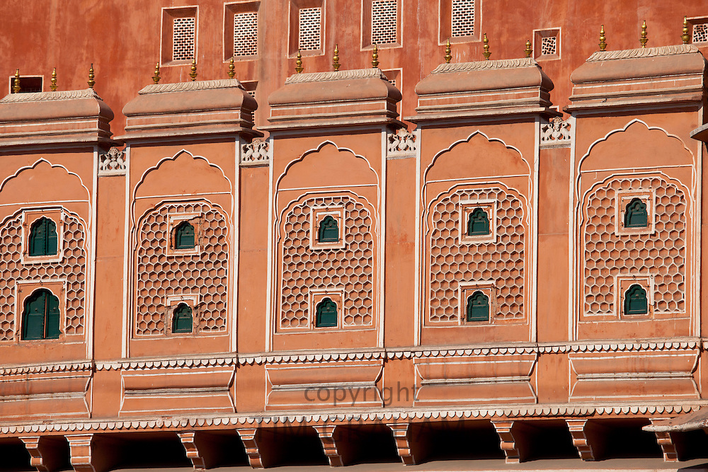 Hawamahal Wind Palace in the pink city of Jaipur, Rajasthan, Northern India