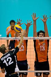 12-06-2011 VOLLEYBAL: EUROPEAN LEAGUE NETHERLANDS - AUSTRIA: ROTTERDAM<br /> (L-R) Sjoerd Hoogendoorn, Tije Vlam<br /> &copy;2011-FotoHoogendoorn.nl