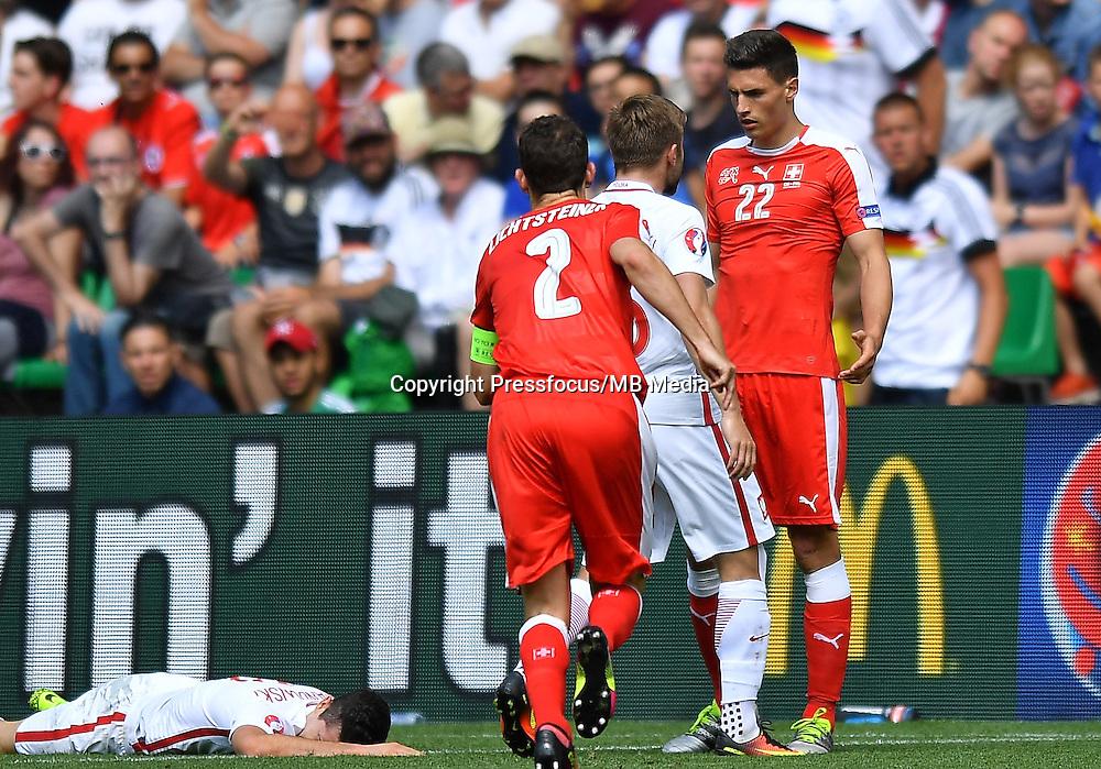 2016.06.25 Saint-Etienne<br /> Pilka nozna Euro 2016<br /> mecz 1/8 finalu Szwajcaria - Polska<br /> N/z Robert Lewandowski Fabian Schar Jakub Blaszczykowski<br /> Foto Lukasz Laskowski / PressFocus<br /> <br /> 2016.06.25<br /> Football UEFA Euro 2016 <br /> Round of 16 game between Switzerland and Poland<br /> Robert Lewandowski Fabian Schar Jakub Blaszczykowski<br /> Credit: Lukasz Laskowski / PressFocus