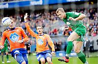 Fotball<br /> Tippeligaen<br /> Ullevål  Stadion 16.05.10<br /> <br /> Vålerenga VIF - Ålesund AAFK<br /> Bengt Sæternes header , Jonatan Tollås markerer offside<br /> Foto: Eirik Førde