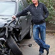 NLD/Blaricum/201201124 - Alberto Stegeman krijgt bij de bergings maatschapij een leen auto na een flink ongeval op de A1 bij Laren NH
