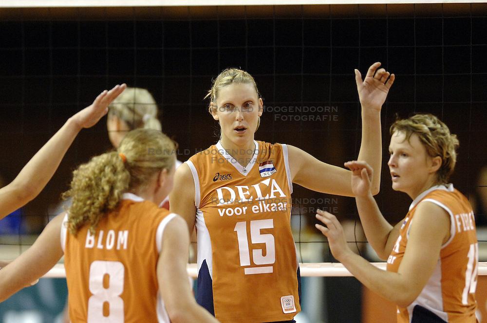 26-09-2006 VOLLEYBAL: KWALI WGP2007: NEDERLAND - POLEN: VARNA<br /> De Nederlandse volleybalsters hebben hun eerste wedstrijd van het kwalificatietoernooi voor de Grand Prix gewonnen. Nederland vocht zich tegen Polen knap terug van een 2-0-achterstand in sets en versloegen de Poolse vrouwen met 3-2 (28-30 22-25 25-22 28-26 15-10) / Ingrid Visser<br /> &copy;2006-WWW.FOTOHOOGENDOORN.NL