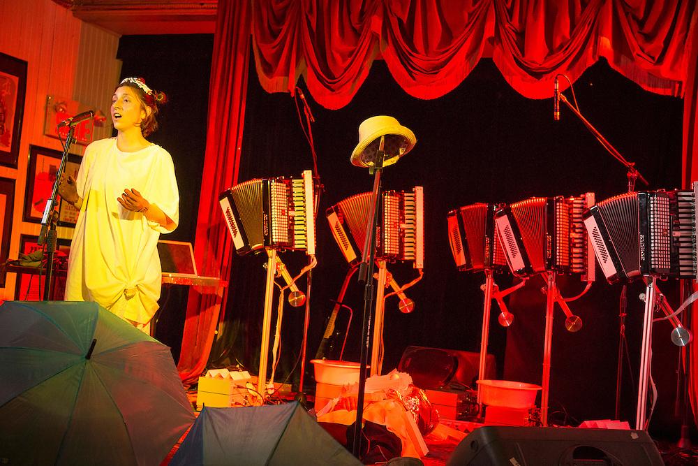 RUSTY PAILLETTE<br /> PENTAFOLD, Casa del Popolo, Mercredi 22 octobre 2014, Rusty Paillette (Sarah Albu; Patrick Saint-Denis).