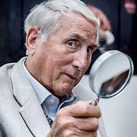 Nederland, Wessem, 27 april 2016.<br />de 78-jarige priv&eacute;-detective Ben Zuidema, eigenaar van een eigen recherchebureau in Wessem. Hij praat over zijn avonturen als speurneus, maar vertelt ook over zijn drie grote liefdes: zijn vrouw, zijn hond en zijn Porsche.<br /><br /><br />Foto: Jean-Pierre Jans
