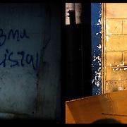 DAILY VENEZUELA II / VENEZUELA COTIDIANA II<br /> Photography by Aaron Sosa <br /> <br /> Left: Caracas - Venezuela 2009<br /> <br /> Right: La Victoria, Aragua State - Venezuela 2008 / La Victoria, Estado Aragua - Venezuela 2008<br /> <br /> (Copyright © Aaron Sosa)