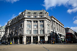 © Licensed to London News Pictures. 16/03/2020. London, UK. A nearly empty Oxford Street, just before 12 noon, amid an increased number of Coronavirus (COVID-19) cases in the UK. 35 coronavirus victims have died and 1,372 have tested positive forthe virusin the UK as of9amon Sunday, 15 March 2020. Photo credit: Dinendra Haria/LNP