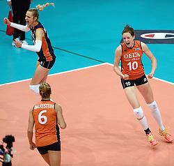 03-10-2015 NED: Volleyball European Championship Semi Final Nederland - Turkije, Rotterdam<br /> Nederland verslaat Turkije in de halve finale met ruime cijfers 3-0 / Debby Pilon-Stam #16, Lonneke Sloetjes #10