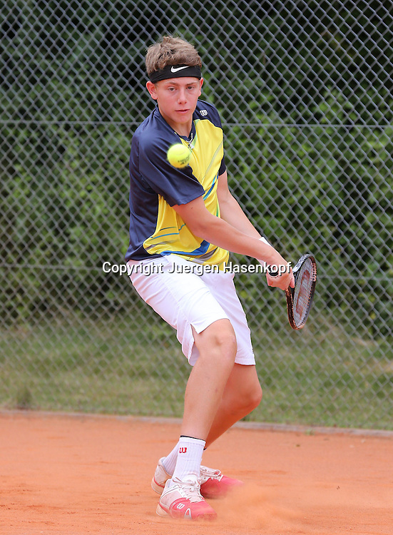 Audi GW:plus Zentrum Muenchen Junior Open 2014, Tennis Europe Junior Tour,Sandplatz, Junioren Turnier, BS14,Bastien Presuhn (GER),<br /> Aktion,Einzelbild,Ganzkoerper,Hochformat,