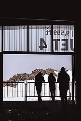 THEMENBILD - Silhouetten von Touristen vor der Bergen in einer Seilbahn Bergstation am Kitzsteinhorn, aufgenommen am 16. Juli 2019 in Kaprun, Österreich // Silhouettes of tourists in front of the mountains in a cable car mountain station at the Kitzsteinhorn, Kaprun, Austria on 2019/07/16. EXPA Pictures © 2019, PhotoCredit: EXPA/ JFK