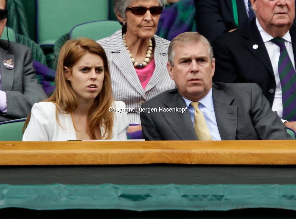 Wimbledon Championships 2011, AELTC,London,.ITF Grand Slam Tennis Tournament . Prinz Edward und seine Tochter Prinzessin Beatrice als Zuschauer in der Royal Box, Loge,Querformat,Feature,