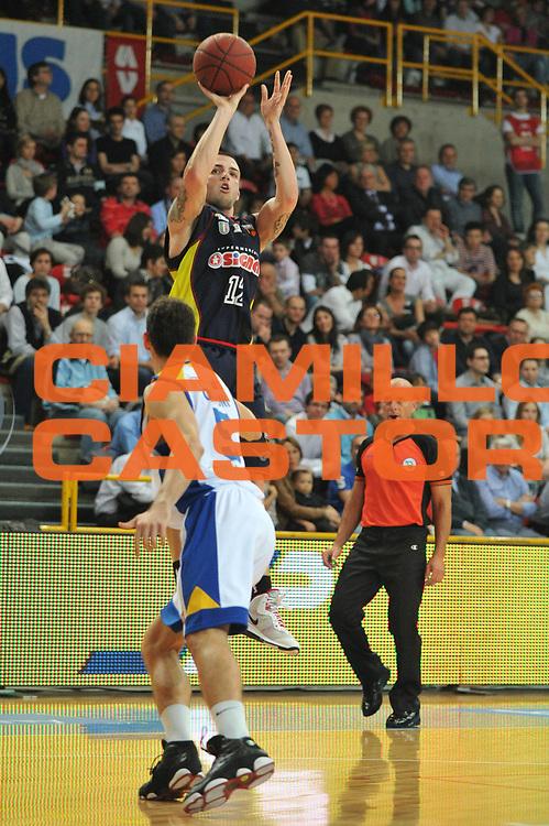 DESCRIZIONE : Verona Lega Basket A2 2010-11 Tezenis Verona Sygma Barcellona<br /> GIOCATORE : Ryan Bucci<br /> SQUADRA : Tezenis Verona Sygma Barcellona<br /> EVENTO : Campionato Lega A2 2010-2011<br /> GARA : Tezenis Verona Sygma Barcellona<br /> DATA : 02/04/2011<br /> CATEGORIA : Tiro<br /> SPORT : Pallacanestro <br /> AUTORE : Agenzia Ciamillo-Castoria/M.Gregolin<br /> Galleria : Lega Basket A2 2010-2011 <br /> Fotonotizia : Verona Lega A2 2010-11 Tezenis Verona Sygma Barcellona<br /> Predefinita :
