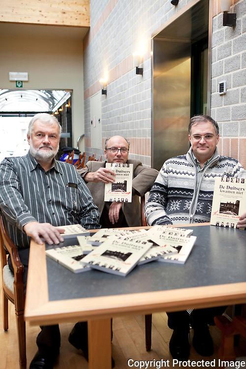 370759-Boekvoorstelling De Duiters kwamen niet af-Auteurs, Jos Rathé, Geert Vandecruys en Gorik Goris-Stationstraat 56 Geel