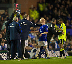 LIVERPOOL, ENGLAND - Thursday, April 17, 2008: Everton's Andrew Johnson is substituted by manager David Moyes against Chelsea during the Premiership match at Goodison Park. (Photo by David Rawcliffe/Propaganda)