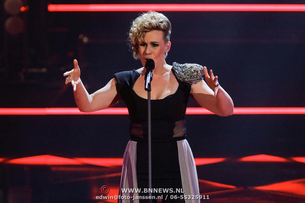 NLD/Hilversum/20111209- The Voice of Holland 2011, 2de live uitzending, Sacha van Beek