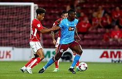Hakeeb Adelakun of Scunthorpe United holds up the ball against Bobby Reid and Marlon Pack of Bristol City - Mandatory by-line: Robbie Stephenson/JMP - 23/08/2016 - FOOTBALL - Glanford Park - Scunthorpe, England - Scunthorpe United v Bristol City - EFL Cup second round
