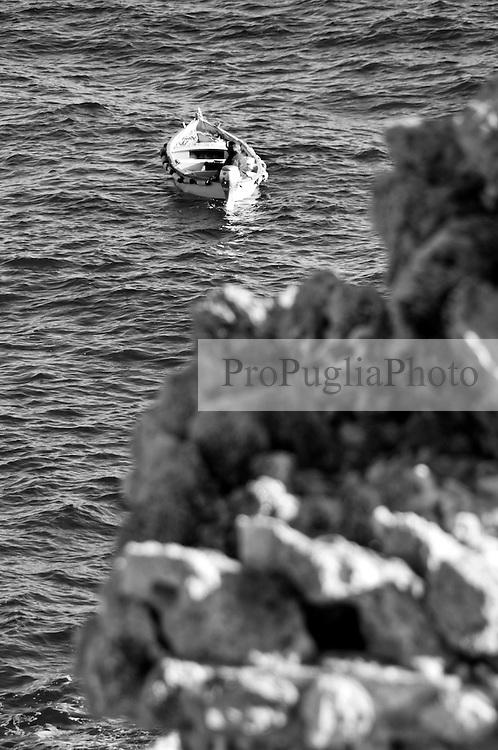 Novaglie (Alessano) - Scogliera. Dettaglio di una barca di pescatori.