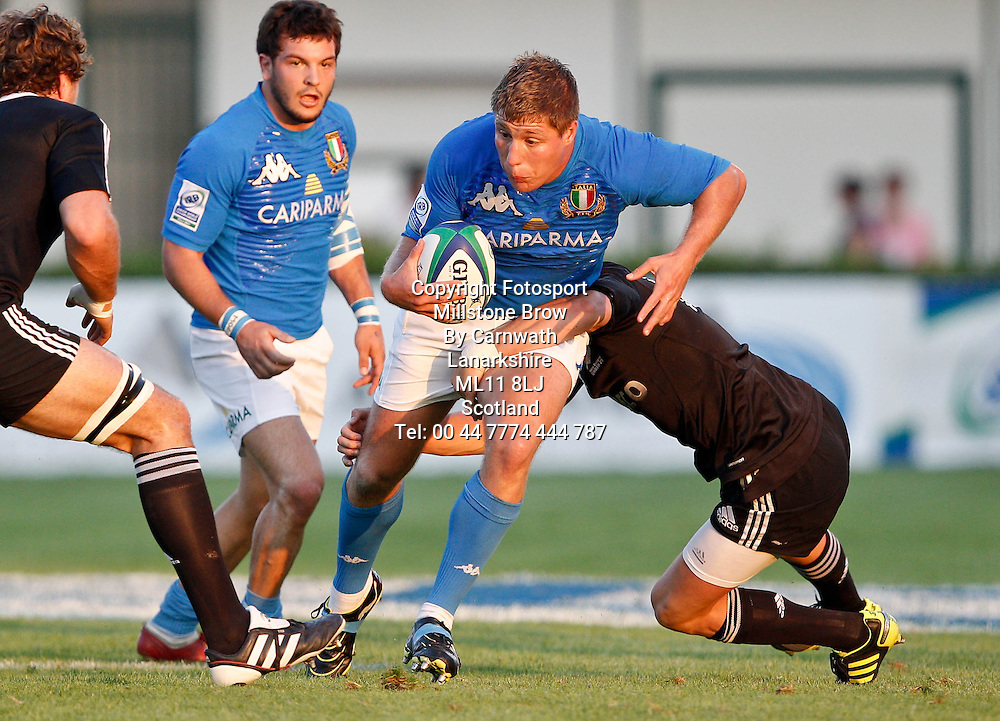 IRB Junior World Championship Italia 2011, Pool A; Italia v Nuova Zelanda; Treviso (Stadio Monigo); 10 Giugno 2011;Andrea Lupetti in azione col sostegno di Palazzani; Picture Credit: Roberto Bregani / FOTOSPORTITItaly 7-64 New Zealand, IRB Junior World Championship, Stadio Comunale di Monigo, Treviso, Italy, Friday 10th June 2011. Please credit ***FOTOSPORT/DANIELE RESINI***