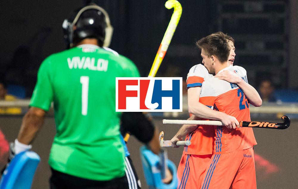 BHUBANESWAR - Thierry Brinkman (Ned) brengt de stand op 1-0 en viert het met Seve van Ass (Ned)   tijdens de Hockey World League Final wedstrijd Nederland-Argentinie. COPYRIGHT  KOEN SUYK