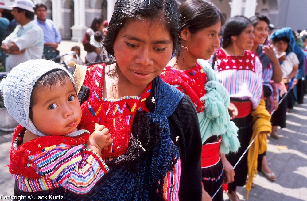 FEB 24, 2001 - SAN CRISTOBAL DE LAS CASAS, CHIAPAS, MEXICO: Mayan Indian women on the Zocalo in San Cristobal de las Casas, Chiapas, Mexico.  © Jack Kurtz   CHILDREN  WOMEN   FAMILY   CROWDS   ECONOMY     POVERTY  TOURISM  UNEMPLOYMENT  INDIGENOUS