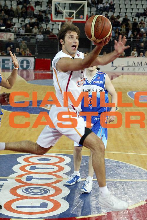DESCRIZIONE : Roma Lega A1 2005-06 Lottomatica Virtus Roma Vertical Vision Cantu<br />GIOCATORE : Giachetti<br />SQUADRA : Lottomatica Roma Virtus Roma <br />EVENTO : Campionato Lega A1 2005-2006 <br />GARA : Lottomatica Roma Virtus Roma Vertical Vision Cantu<br />DATA : 28/12/2005 <br />CATEGORIA : Tiro<br />SPORT : Pallacanestro <br />AUTORE : Agenzia Ciamillo-Castoria/M.Cacciaguerra