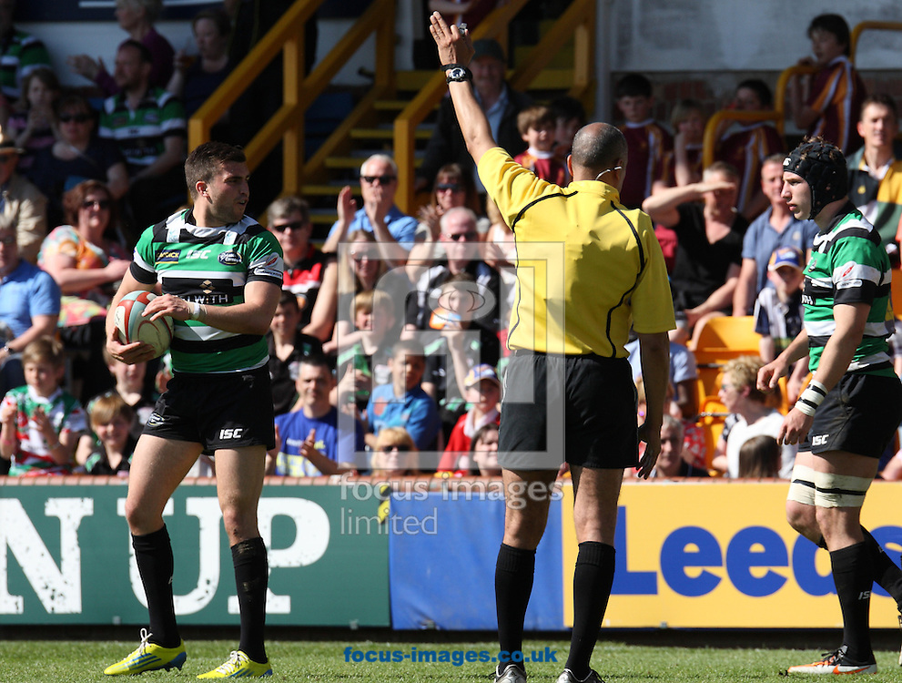 Picture by Stephen Gaunt/Focus Images Ltd +447904 833202.06/05/2013.Match Referee David Rose gives Leeds Carnegie a crucial penalty during there game against Newcastle Falcons during the RFU Championship play-off match at Headingley Carnegie Stadium, Leeds.