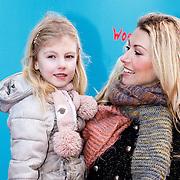 NLD/Amsterdam/20160117 - Premiere Woezel & Pip Op zoek naar de Sloddervos !, Susan Smit en dochter