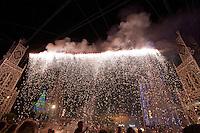 Festa di Santa Domenica a Scorrano, spettacolo delle luminarie. Per quattro giorni il comune salentino si trasforma nella capitale mondiale delle luminarie. Tre ditte specializzate riproducono i più importanti monumenti del mondo dando vita ad uno spettacolo unico.
