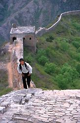 CHINA HEBEI PROVINCE SIMANTAI MAY99 - A Chinese woman stuggles up the Great  Wall at Simantai. jre/Photo by Jiri Rezac