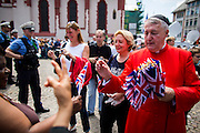 Deutschland | Frankfurt | 25.06.2015 : Queen Elisabeth II is visiting Frankfurt during her trip to Germany<br /> <br /> here: Reverend Monsignor J. Stephen Alker from the English-Speaking Catholic Parishes in Frankfurt wit Parish Members.<br /> <br /> 20150625<br /> Sascha Rheker