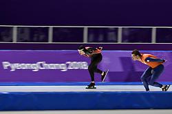 14-02-2018 SCHAATSEN: OLYMPISCHE SPELEN: OLYMPIC GAMES: PYEONGCHANG 2018<br /> Ted Jan Bloemen  CAN wint Olympisch goud op de 10.000 meter, rechts Sven Kramer (Team Lottonl-Jumbo) <br /> Foto: Sander Chamid