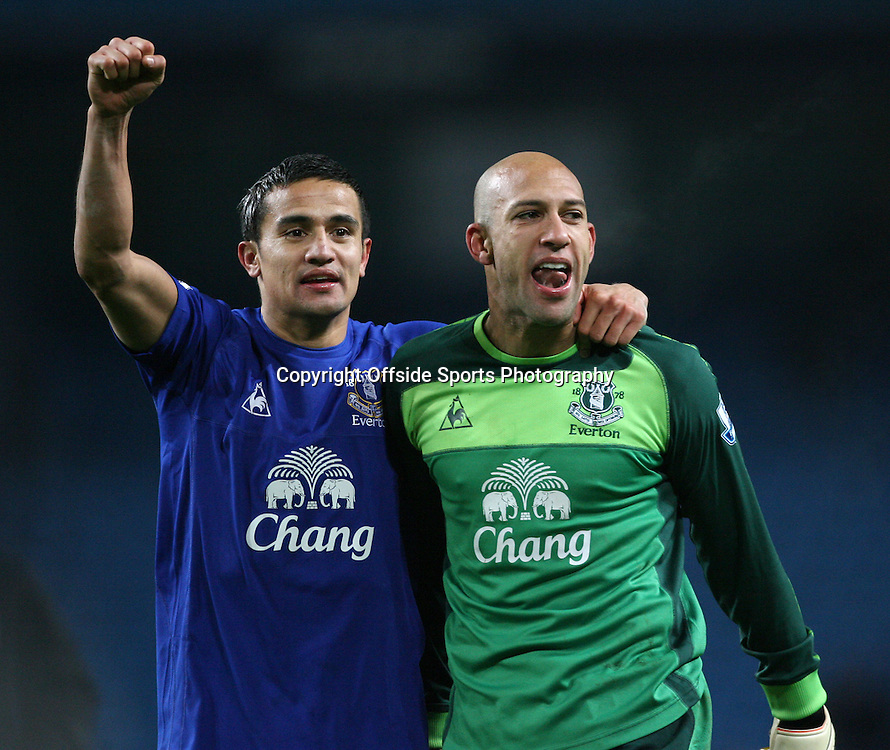 20/12/2010 - Barclays Premier League - Manchester City vs. Everton - Tim Cahill of Everton (L) celebrates with Everton goalkeeper Tim Howard - Photo: Simon Stacpoole / Offside.