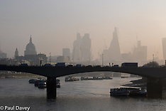 2017-03-28 London weather: Hazy sunshine greets morning commuters