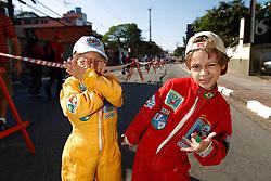 Motorsports / Formula 1: World Championship 2010, GP of Brazil, little fans of Formula One, kid, kids, child, children, Kind, Kinder, klein, kleine