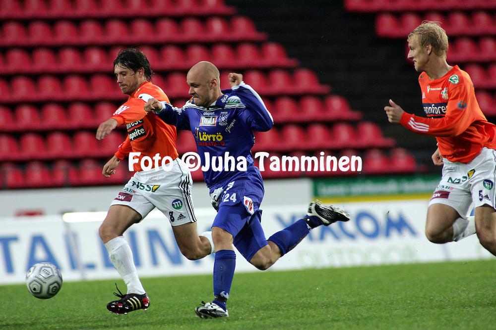 29.08.2005, Ratina, Tampere, Finland..Veikkausliiga 2005 / Finnish League 2005.Tampere United v AC Allianssi.Timo Marjamaa (Allianssi) v Ville Lehtinen ((TamU).©Juha Tamminen.....ARK:k