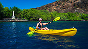 Kayaking at the Captain Cook monument on Kealakekua Bay, Kona Coast, Hawaii USA