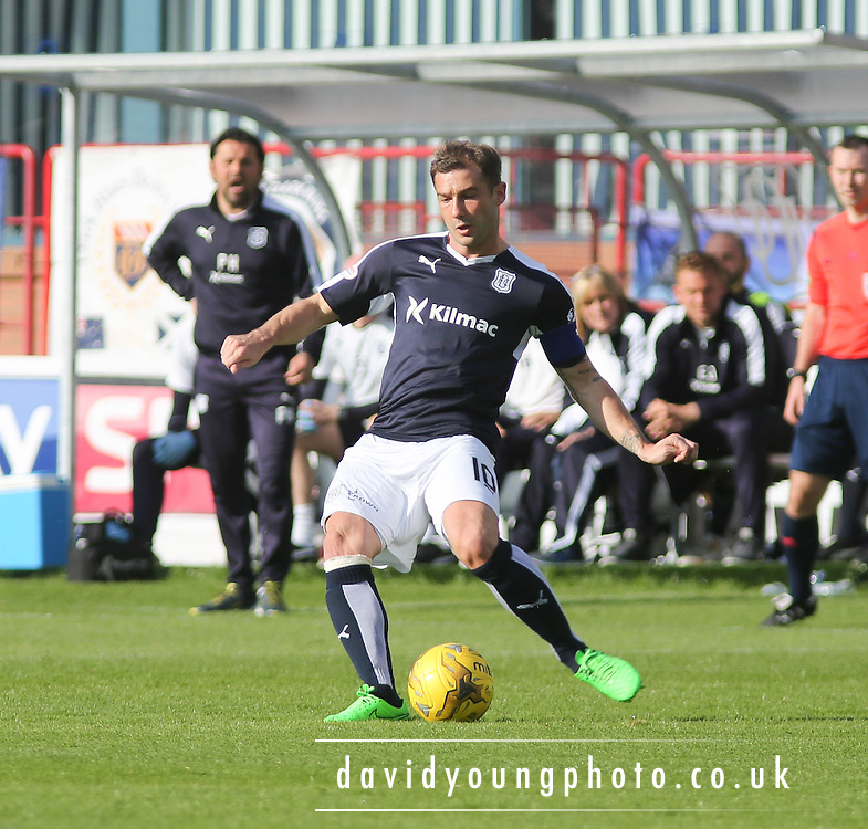 Dundee&rsquo;s Kevin Thomson - Dundee v Motherwell - Ladbrokes Premiership at Dens Park<br /> <br /> <br />  - &copy; David Young - www.davidyoungphoto.co.uk - email: davidyoungphoto@gmail.com