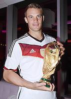 FUSSBALL WM 2014                       FINALE   Deutschland 1-0 Argentinien     13.07.2014 DFB-WM Party nach dem Finale im Hotel Sheraton Rio de Janeiro: Torwart Manuel Neuer mit WM Pokal
