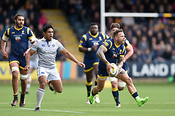Francois Hougaard of Worcester Warriors looks to pass the ball - Mandatory byline: Patrick Khachfe/JMP - 07966 386802 - 15/04/2017 - RUGBY UNION - Sixways Stadium - Worcester, England - Worcester Warriors v Bath Rugby - Aviva Premiership.