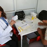 Ocoyoacac, Mex.- Medicos de la Secretaria de Comunicaciones y Transportes (SCT) realizan examenes de cansancio, toxicologicos y alcoholimetro a los conductores de camiones del servicio de pasajeros y carga en la carretera Mexico - Toluca, durante el operativo de la Policia Federal Preventiva (PFP) denominado 30D, con el fin de evitar accidentes. Agencia MVT / Mario Vazquez de la Torre. (DIGITAL)<br /> <br /> <br /> <br /> <br /> <br /> <br /> <br /> NO ARCHIVAR - NO ARCHIVE